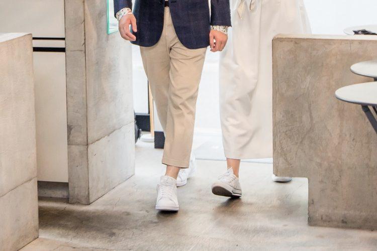 結婚式二次会で「白スニーカー」リンクコーデ