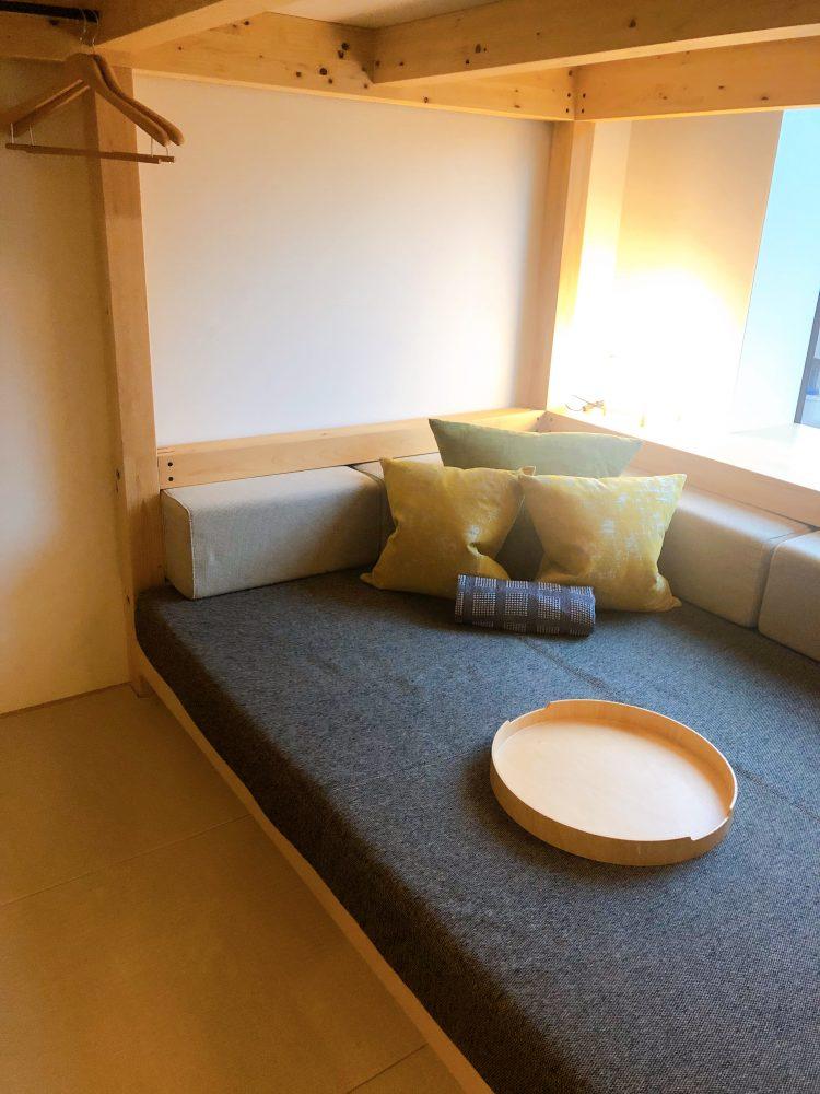 「星野リゾート OMO5 東京大塚」の部屋(ソファ)