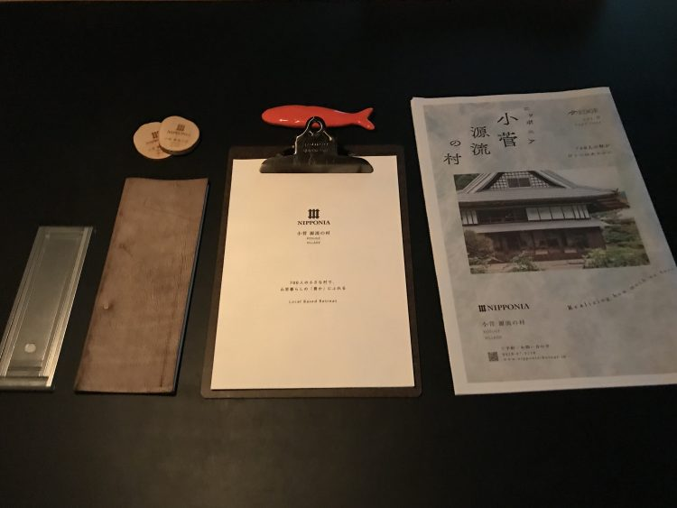 「NIPPONIA 小菅 源流の村」の部屋のダイニングテーブル(OHYA3)